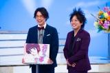 『乃木坂スター誕生!』でMCを務めるぺこぱ(C)日本テレビ