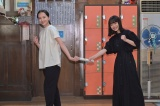 NHK連続テレビ小説『おちょやん』『おかえりモネ』バトンタッチセレモニーを行った(左から)清原果耶、杉咲花(C)NHK