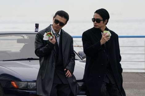 日曜ドラマ『ネメシス』に出演する勝地涼、中村蒼 (C)日本テレビ
