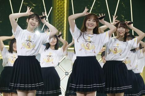 4期生新曲「猫舌カモミールティー」を初披露(左から)松尾美佑、田村真佑、弓木奈於