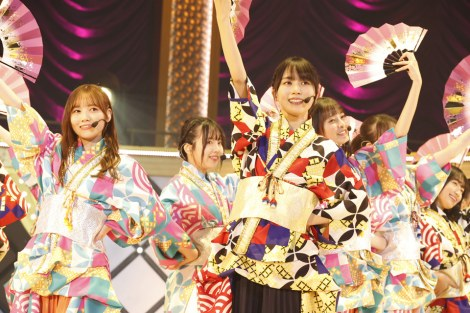 和服をアレンジした衣装に扇子、下駄で披露した「ガールズルール」=『乃木坂46 9th YEAR BIRTHDAY LIVE 〜4期生ライブ〜』より