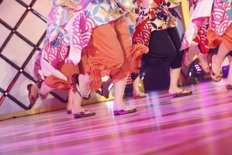 """下駄を履いてタップダンスする""""下駄ップ""""を披露した「ガールズルール」=『乃木坂46 9th YEAR BIRTHDAY LIVE 〜4期生ライブ〜』より"""