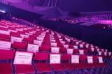 本来はファンがいるはずだった座席にはファンからのメッセージが置かれた=『乃木坂46 9th YEAR BIRTHDAY LIVE 〜4期生ライブ〜』より
