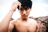 故郷・福島で撮影した初写真集『Z-Ero(ゼロ)』でバキバキの筋肉美を披露するDEAN FUJIOKA