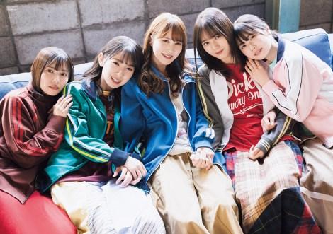 『B.L.T.』7月号表紙を飾る日向坂46(左から)河田陽菜、金村美玖、加藤史帆、小坂菜緒、丹生明里