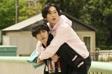 テレビ朝日『あのときキスしておけば』第3話より(左から)松坂桃李、井浦新 (C)テレビ朝日