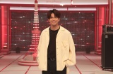 MORISAKI WINとして歌手デビューした森崎ウィンが新曲をテレビ初披露(C)NHK