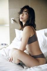 ランジェリーブランド『ESS by』をプロデュースする長谷川京子
