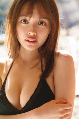 『FRIDAY』4月16日号表紙を飾った森日菜美(C)細居幸次郎