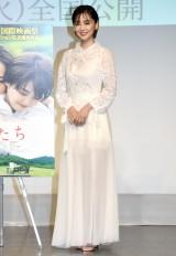 倉科カナの透け感たっぷりドレス