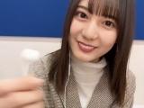 日向坂46・小坂菜緒の「イヤホン動画」=『日向撮VOL.01』公式ツイッターより