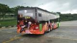 シンガポールのラッピングバス(C)吾峠呼世晴/集英社・アニプレックス・ufotable