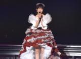 AKB48衣装の象徴・赤チェックを基調としたドレスで卒業スピーチする峯岸みなみ (C)ORICON NewS inc.