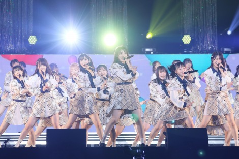 『17LIVE presents AKB48 15th Anniversary LIVE AKB48チーム8 全国ツアー 〜47の素敵な街へ〜 ファイナル 神奈川県公演「真っ青な空を見上げて」』(C)AKB48