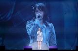 「泣きながら微笑んで」を泣きながら微笑んで歌った小田えりな(C)AKB48