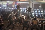 撮影用に500台以上のスロットマシンを搬入してラスベガスのカジノを再現