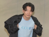 ぺっこりTシャツで報道陣に感謝を伝える星野源 (C)ORICON NewS inc.