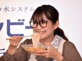 豪快に冷麺を食べるギャル曽根=東レ『トレビーノ ブランチ』新製品発表会 (C)ORICON NewS inc.