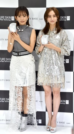 『BEAUTY BASE by Kao』オープン記念イベントに出席した(左から)夏菜、堀田茜(C)ORICON NewS inc.