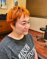 オレンジ髪を披露した近藤春菜 (ブログより)
