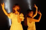 卒業を控えた伊藤純奈(左)が歌い、渡辺みり愛がダンスを披露した「ショパンの嘘つき」