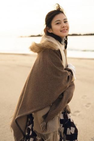 NGT48の本間日陽の1st写真集『ずっと、会いたかった』(光文社)より
