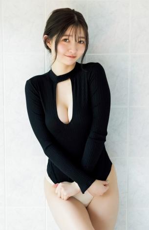 『週刊ヤングジャンプ』27号表紙を飾る橋本萌花(C)akeo Dec./集英社