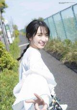 『BUBKA』7月号表紙を飾る日向坂46・金村美玖(画像は付録の両面ポスター)