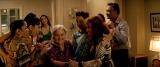 (5)愛されるお母さん的存在のアブエラのホームパーティーに集う人々=ミュージカル映画『イン・ザ・ハイツ』(7月30日公開)(C) 2020 Warner Bros. Entertainment Inc. All Rights Reserved