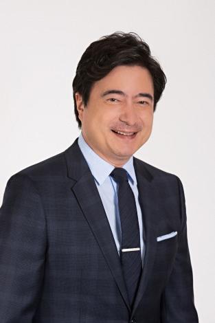 2022年前期連続テレビ小説『ちむどんどん』の語りを担当するジョン・カビラ(C)NHK
