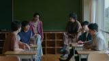 ドキュメンタリーWEBムービー「ピノとV6『なかよしって?』」に出演するV6