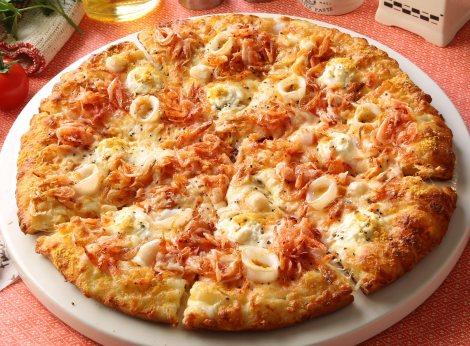 一流料理人も1位に選んだ春限定メニュー『桜海老のシーフードピザ』は16日までの販売