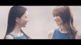 UQ mobile『でんきセット割』新CM「スマホ&顔のヨリ」篇に出演する(左から)永野芽郁、深田恭子