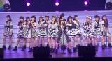 メンバーとともに「ヘビーローテション」を披露した久本雅美=『AKB48 THE AUDISHOW』 (C)ORICON NewS inc.