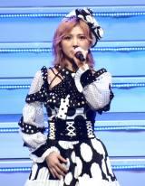 「残酷な天使のテーゼ」を歌う岡田奈々=『AKB48 THE AUDISHOW』