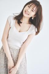 渡辺美優紀、サマーニットまとう