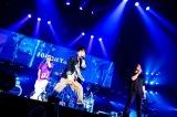 UVERworld、横アリ公演初日に山田孝之がサプライズ出演 新曲「来鳥江」披露