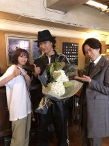 日曜ドラマ『ネメシス』をクランクアップした広瀬すず、江口洋介、櫻井翔 (C)日本テレビ