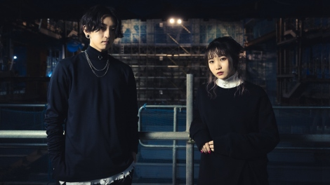 YOASOBIがユニクロUTとコラボ&YouTube無料配信ライブ決定