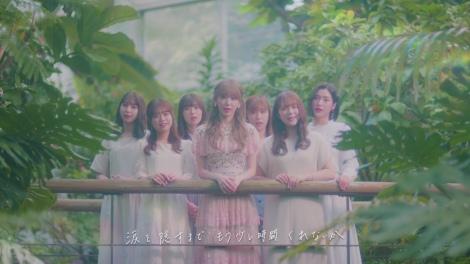 現役1期生で歌うシーンも=宮脇咲良の卒業ソング「思い出にするにはまだ早すぎる」ミュージックビデオより(C)Mercury