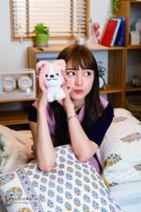 TBS系火曜ドラマ『着飾る恋には理由があって』公式ガイドブックより川口春奈