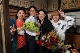 20日に最終回を迎える『コントが始まる』をクランクアップした仲野太賀、鈴木浩介、菅田将暉、神木隆之介 (C)日本テレビ
