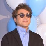 左目が腫れたためサングラスをかけて登場したムロツヨシ=映画『マイ・ダディ』完成報告イベント (C)ORICON NewS inc.