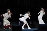ハロプロOG(左から)高橋愛、田中れいな、夏焼雅の新ユニット「たいやきたべたのなんで?」が「およげ!たいやきくん」のカバーをライブ初披露