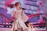 ピンク髪に桜色の衣装で登場『宮脇咲良 HKT48 卒業コンサート〜Bouquet〜』より(C)Mercury