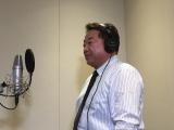 声優として参加した福島県いわき市長・清水敏男氏の収録風景=『フラ・フラダンス』いわき市長 (C)BNP, FUJITV/おしゃれサロンなつなぎ
