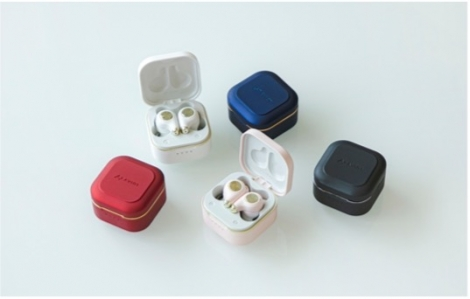 AVIOTの完全ワイヤレスイヤホンの新モデル「TE-D01q」画像左から時計回りにレッドスピネル、ラピスブルー、ピンククオーツ、ブラックオニキス、パールホワイト(販売価格税込7590円)