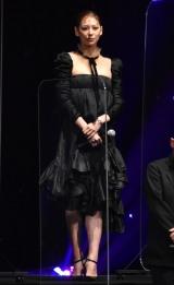 """黒ドレスで""""美デコルテ""""を披露した西内まりや (C)ORICON NewS inc."""