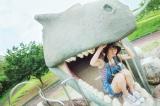 小坂菜緒のお気に入りカットは「恐竜のオブジェがある公園で、食べられそうになっているカット」 撮影/藤原宏