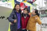 『おかえりモネ』より(左から)浅野忠信、永瀬廉、坂井真紀の家族シーン(C)NHK